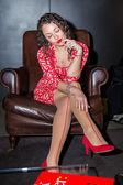 Piękna kobieta w czerwonej sukience — Zdjęcie stockowe