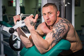 Man in the gym — Stockfoto