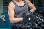 Woman  practice with barbell — Stockfoto