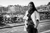 Dziewczyna w mieście — Zdjęcie stockowe