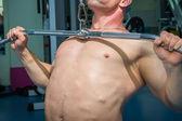 Homem de formação na academia — Foto Stock