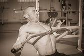 Man training on the simulator — Stockfoto