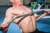 Man training on simulator — Zdjęcie stockowe