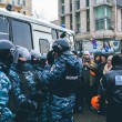 Citizens and riot police. Protests of Euromaidan in Kiev, December 2013 — Stock Photo #37166131
