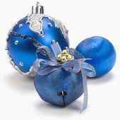Drie blauwe kerst ornamenten — Stockfoto