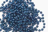 Reihe von blauen perlen — Stockfoto