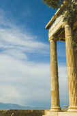 Colonnade of an ancient temple — Stock Photo
