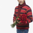 Man holding a bouquet of flowers — Stock Photo #32950655