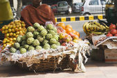 Vendor selling fruits at a market stall — Stock Photo
