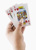 Mano che tiene le carte da gioco — Foto Stock
