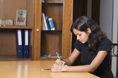 Woman studying in a room — Foto de Stock