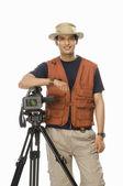 Videographer holding a videography camera — Stock Photo