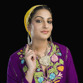 Woman in traditional Kashmiri dress — Stock Photo