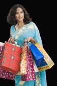 Woman carrying shopping bags — Stockfoto