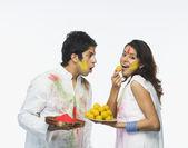 Couple celebrating Holi — Stock Photo