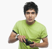 Man playing video game — Stockfoto