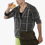 Man drinking juice — Stock Photo