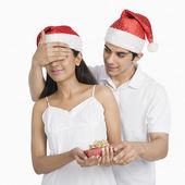Man giving a Christmas present — Stock Photo