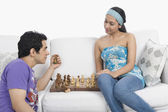 Couple playing chess — 图库照片