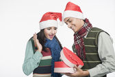 Couple looking at a Christmas present — Stock Photo