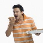 man äter pizza — Stockfoto #33045455
