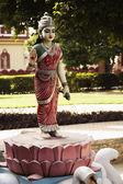Statue de la déesse lakshmi dans le jardin — Photo