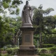 Statue of Queen Victoria in a park — ストック写真