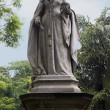 Statue of Queen Victoria in a park — Stock Photo