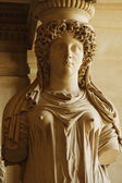 Woman's statue in Musee du Louvre — Stock Photo