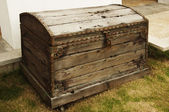 Closed wooden chest — Stock Photo