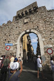 Tourists at gateway of Vico de Spuches — Stock Photo