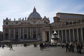 Tourists at a square, St. Peters Basilica — Stock Photo