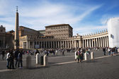 Tourists at St. Peters Square — Stock Photo