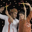 Couple performing Dandiya Raas at Navratri — Stock Photo