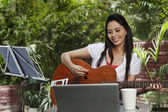 Woman playing a guitar — Stock Photo