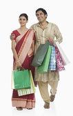 Bengali couple carrying shopping bags — Stock Photo