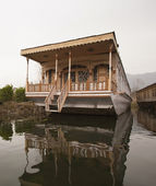 Houseboat in a lake — Stock Photo