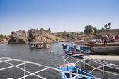 Toeristen genieten van boot rijden op rivier narmadanarmada 강에 보트 타고 즐기는 관광객 — Stockfoto