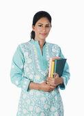 Žena hospodářství knihy — Stock fotografie