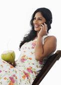 Woman talking on a mobile phone — Zdjęcie stockowe