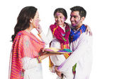 Family celebrating Holi festival — Zdjęcie stockowe