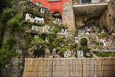 Miniaturowe domki na skałach — Zdjęcie stockowe