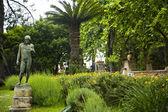 Statue in a garden — Stockfoto