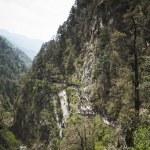 peregrinos hindus a pé para Yamunotri, no, ga a peregrinação site Himalaia — Fotografia Stock  #50297279