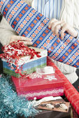 Man Unrolling Wrapping Paper — Stock Photo