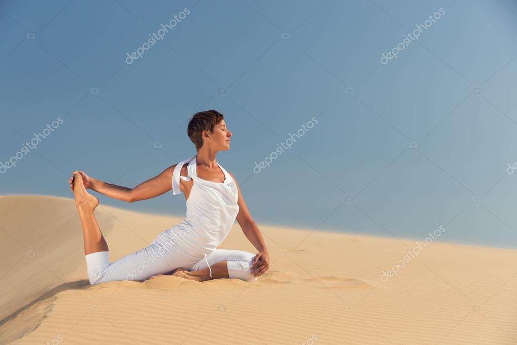 Девушки на пляжах мира фото