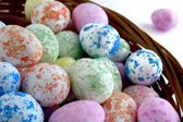 Easter eggs in a wicker basket — 图库照片