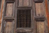 Tradiční dveře, staré dveře — Stock fotografie