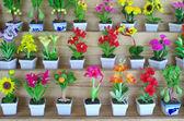 Olika färg konstgjorda prydnadsväxter blommor — Stockfoto