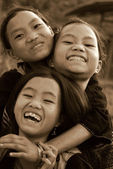 Sapa, vietname - sep 30:three garota não identificada das mulheres indígenas termo flor em 30 de setembro de 2009 em sapa, vietname. tribos de termo de flor é uma das tribos minoritárias em sapa, vietname. — Foto Stock